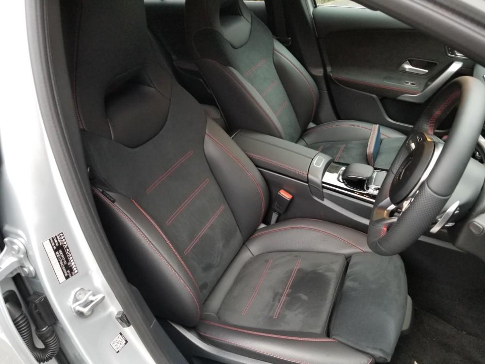 新型Aクラスの内装 フロントシート