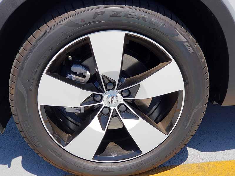 XC40 T4Momentumのタイヤ