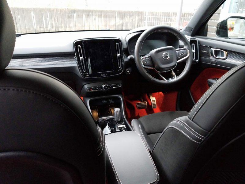 ボルボXC40の後席からみた内装