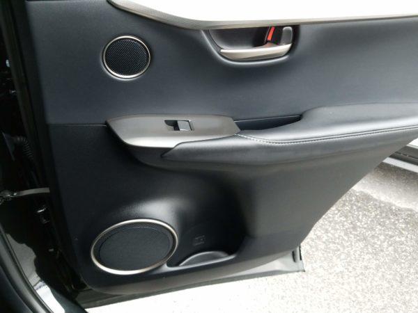 レクサスNXの後席ドアパネル