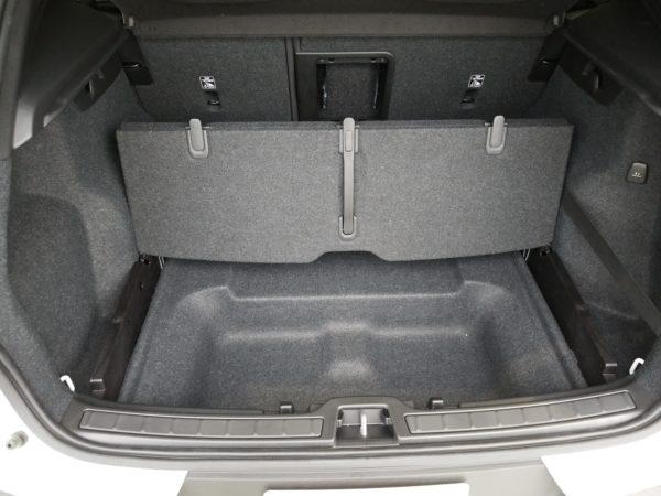 XC40のラゲッジスペースの床下