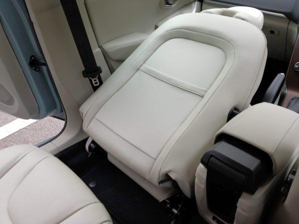 V40のフロントシートのシートバック