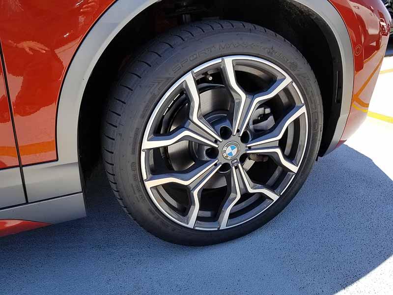 BMWX2のタイヤ