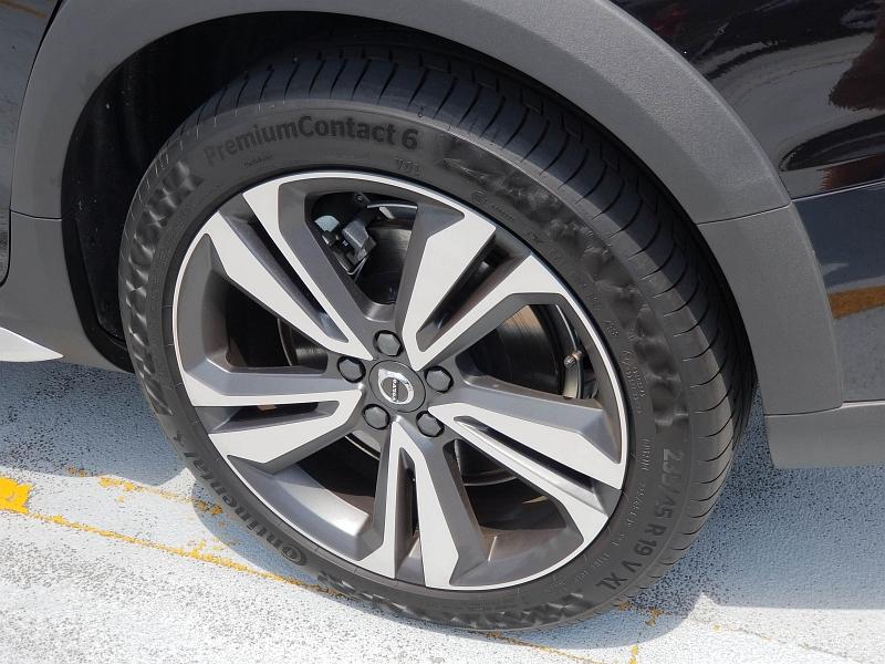 V60クロスカントリーの純正装着タイヤ