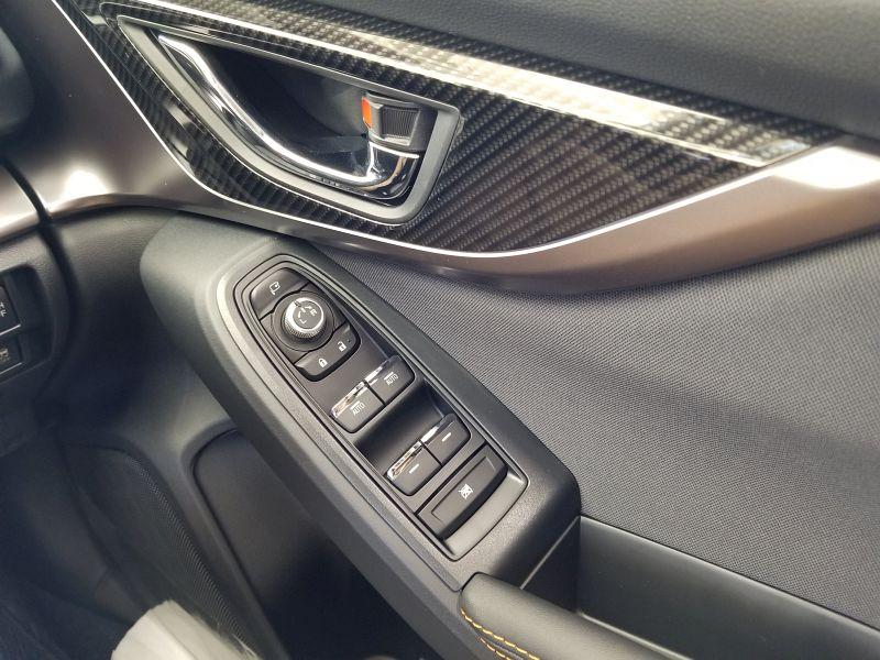 スバルXVの運転席ドアパネル