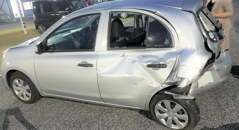 事故で破損した車