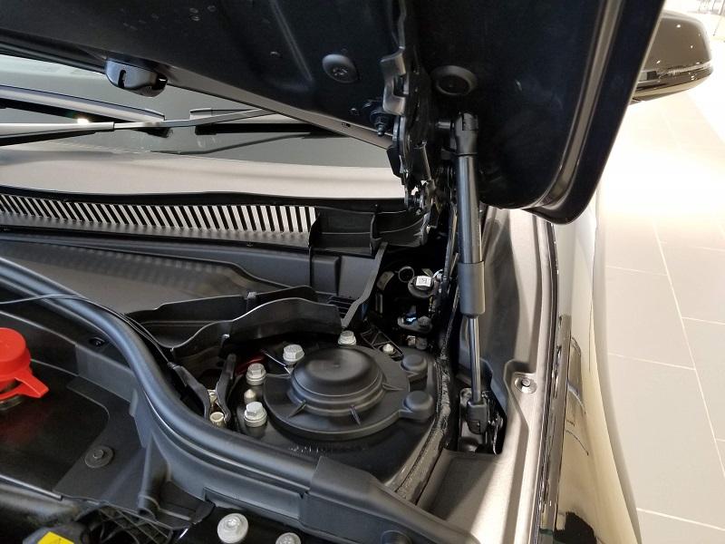 BMW新型1シリーズのエンジンルーム