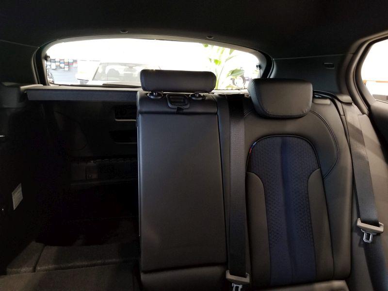 BMW新型1シリーズの後席の視界