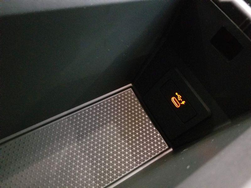 BMW新型1シリーズのコンソールボックス
