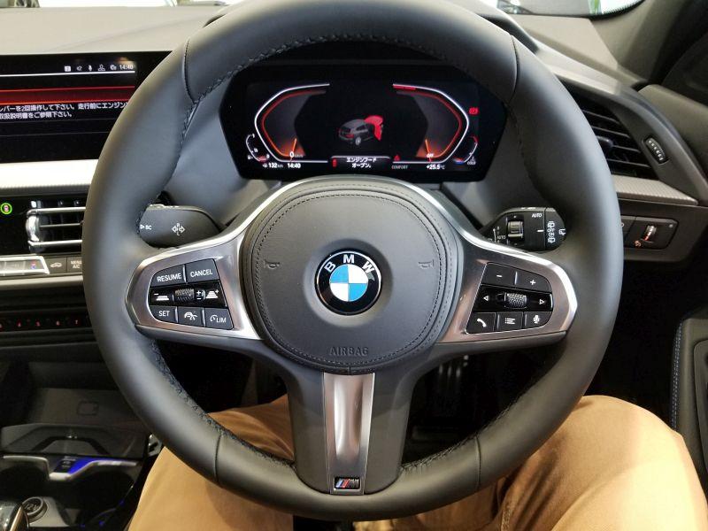 BMW新型1シリーズのステアリング