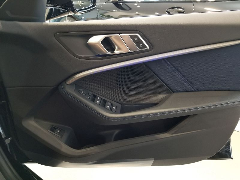 BMW新型1シリーズの前席ドアパネル
