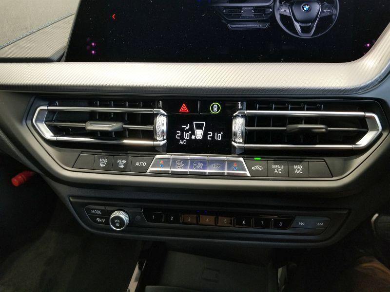 BMW新型1シリーズのエアコンパネル
