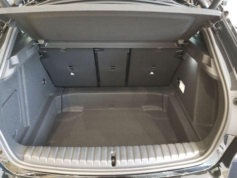 BMW新型1シリーズのラゲッジスペース