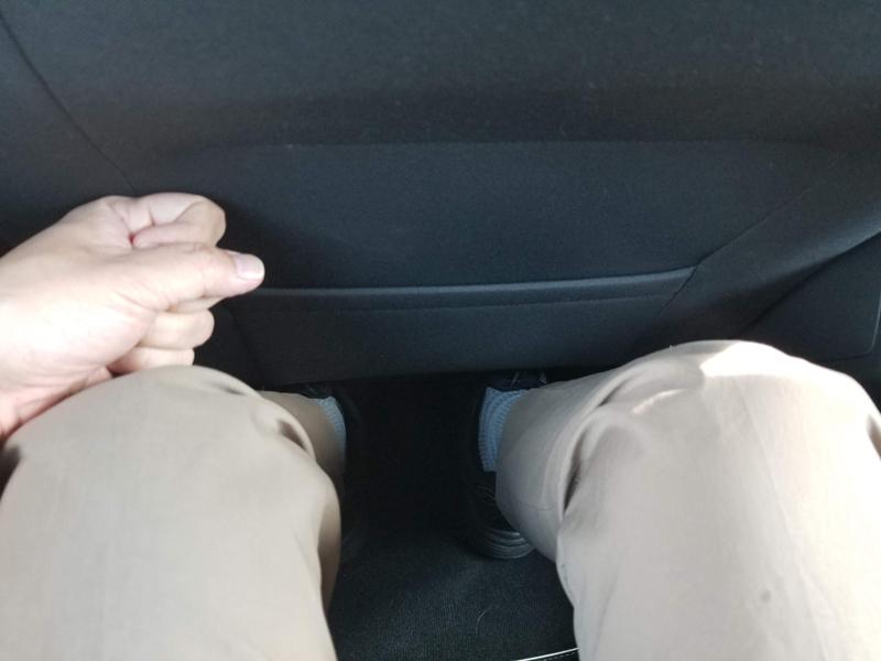 VWゴルフのシートバックの隙間
