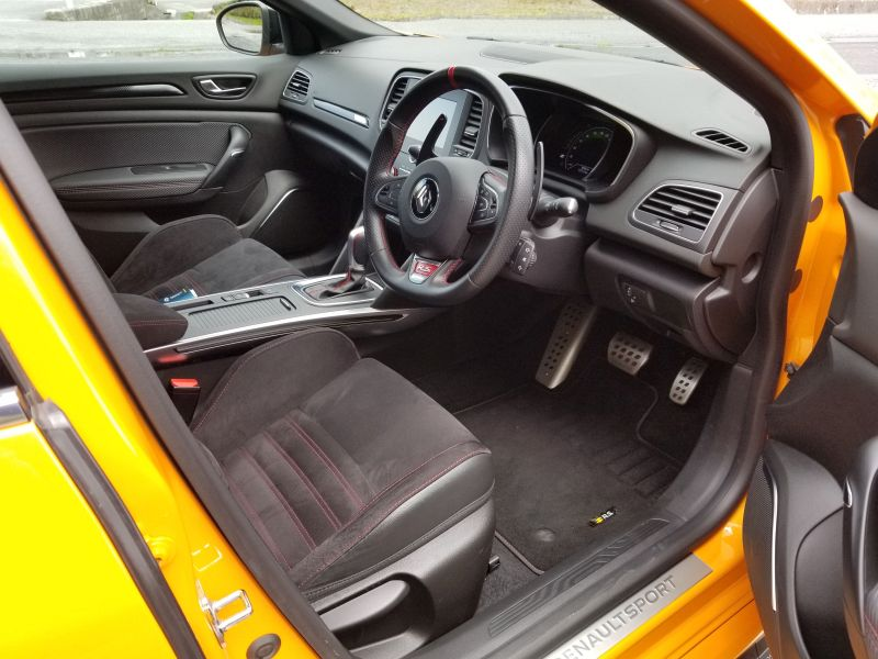 ルノーメガーヌR.Sの運転席