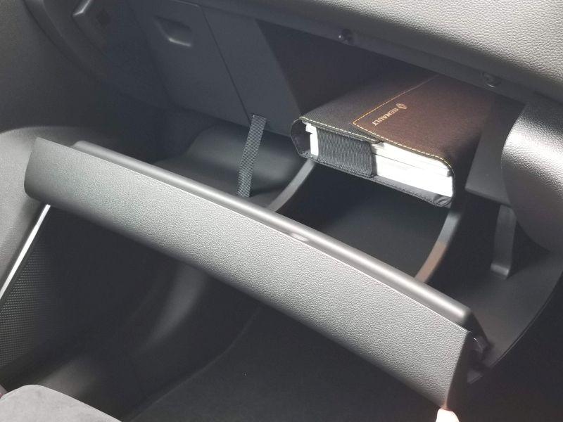 ルノーメガーヌR.Sのグローブボックス