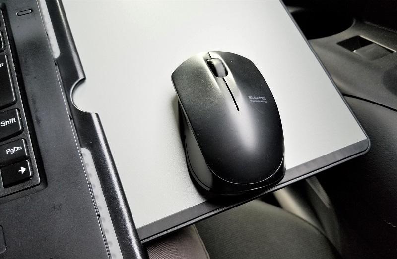 車の中でパソコン用ボード