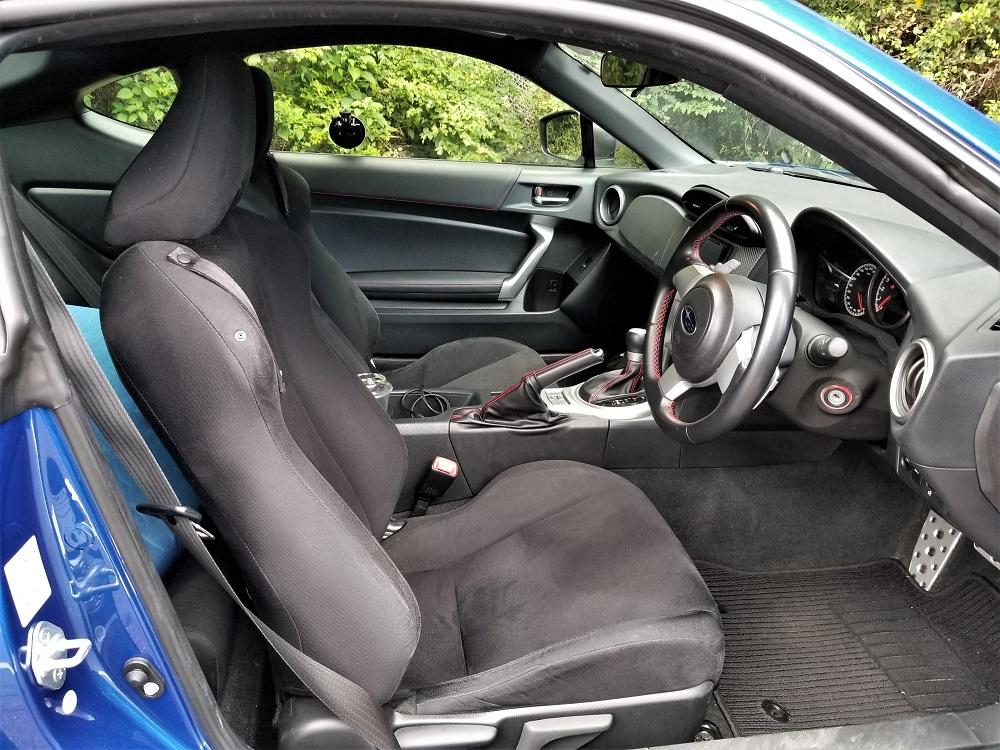 スバルBRZのフロントシート