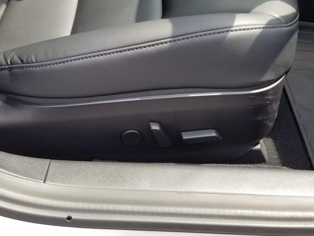 テスラモデル3のシート調整レバー