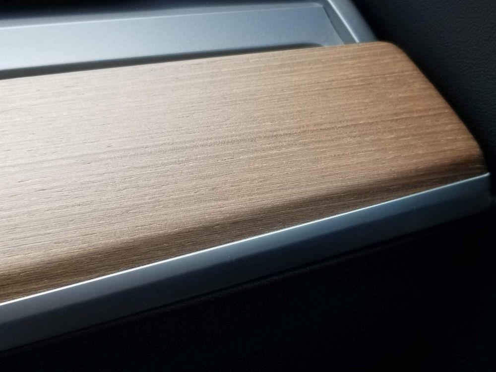 モデル3のダッシュボードパネル