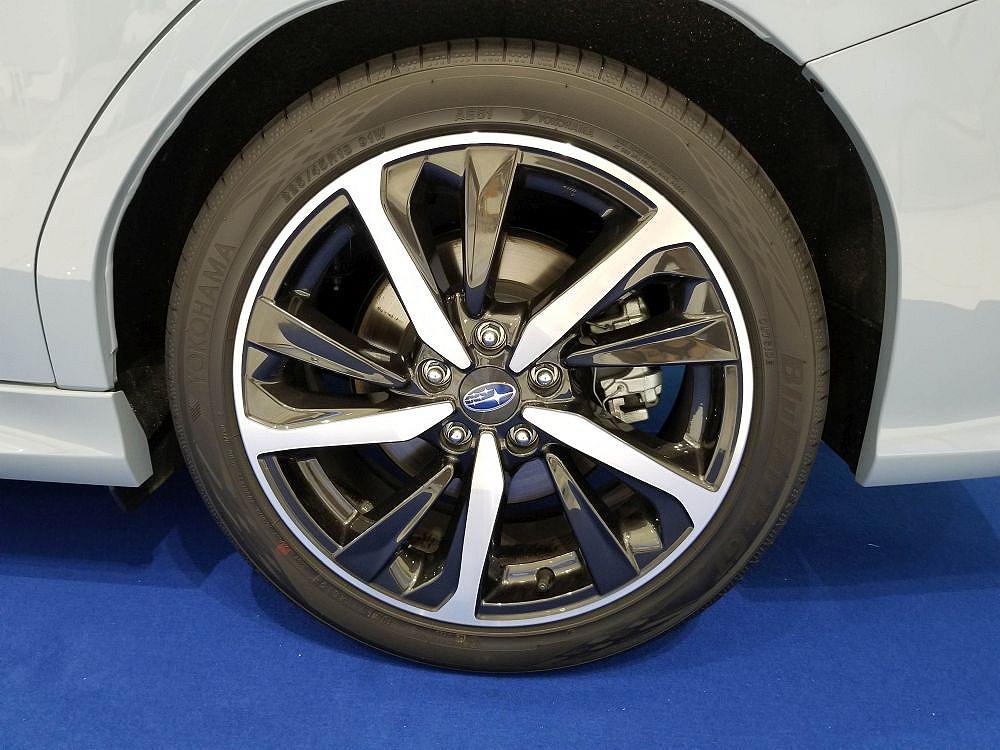新型レヴォーグのタイヤとホイール