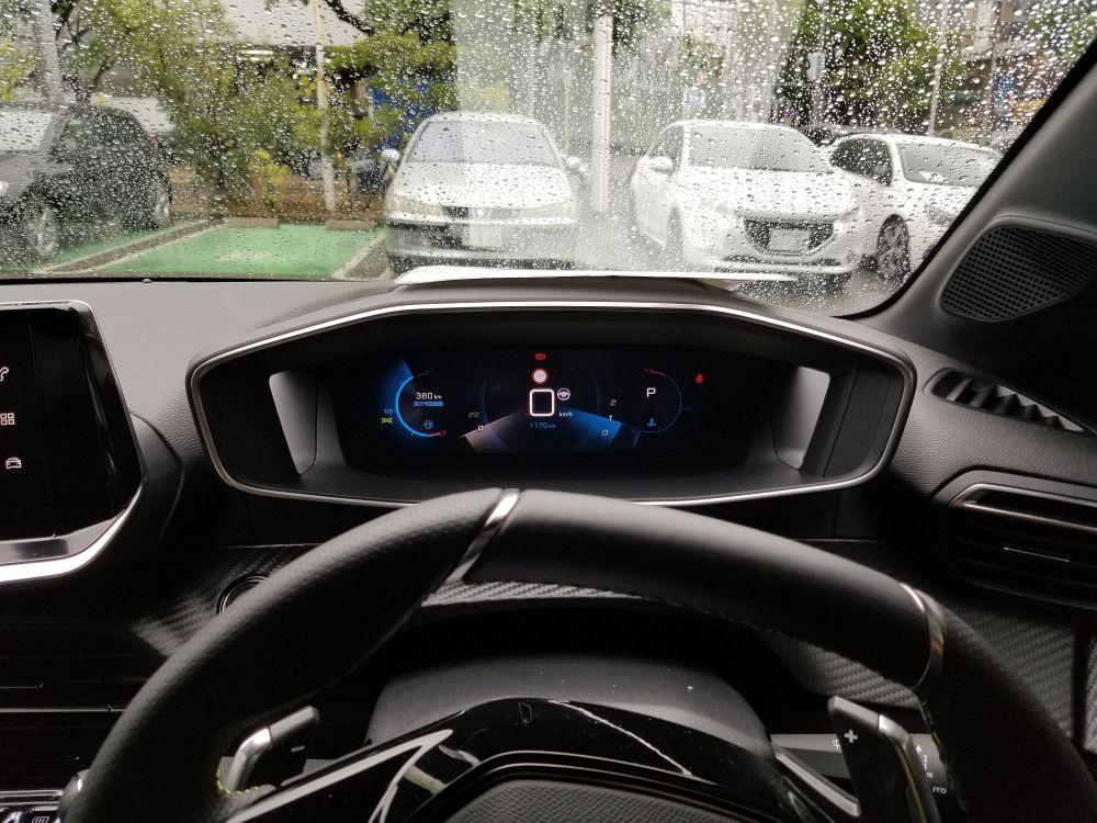 プジョー208の運転席の視界