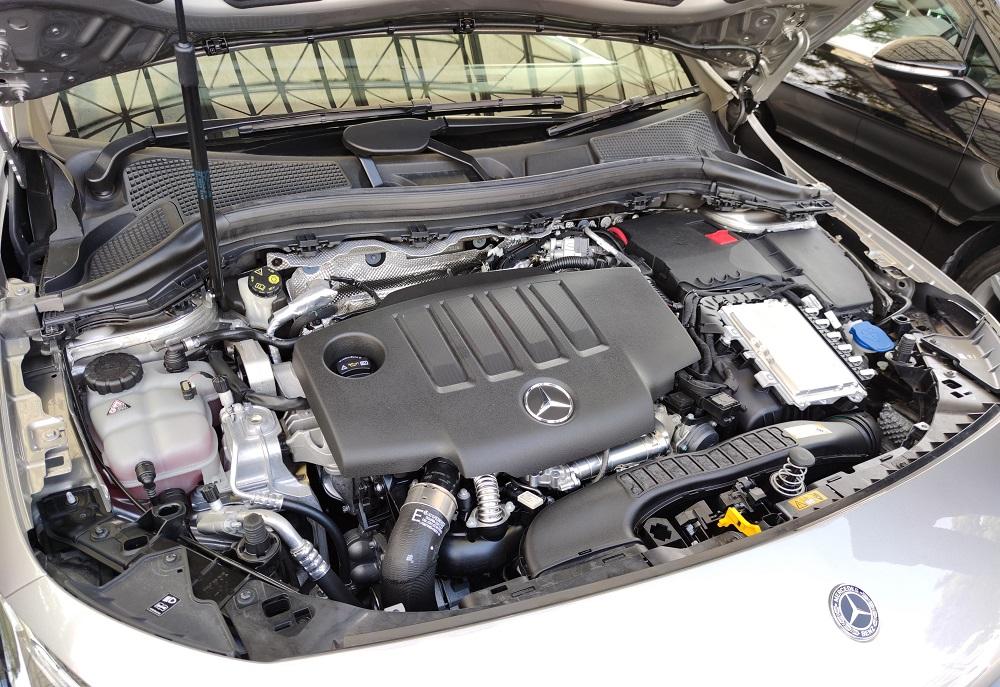 B200dのエンジンルーム