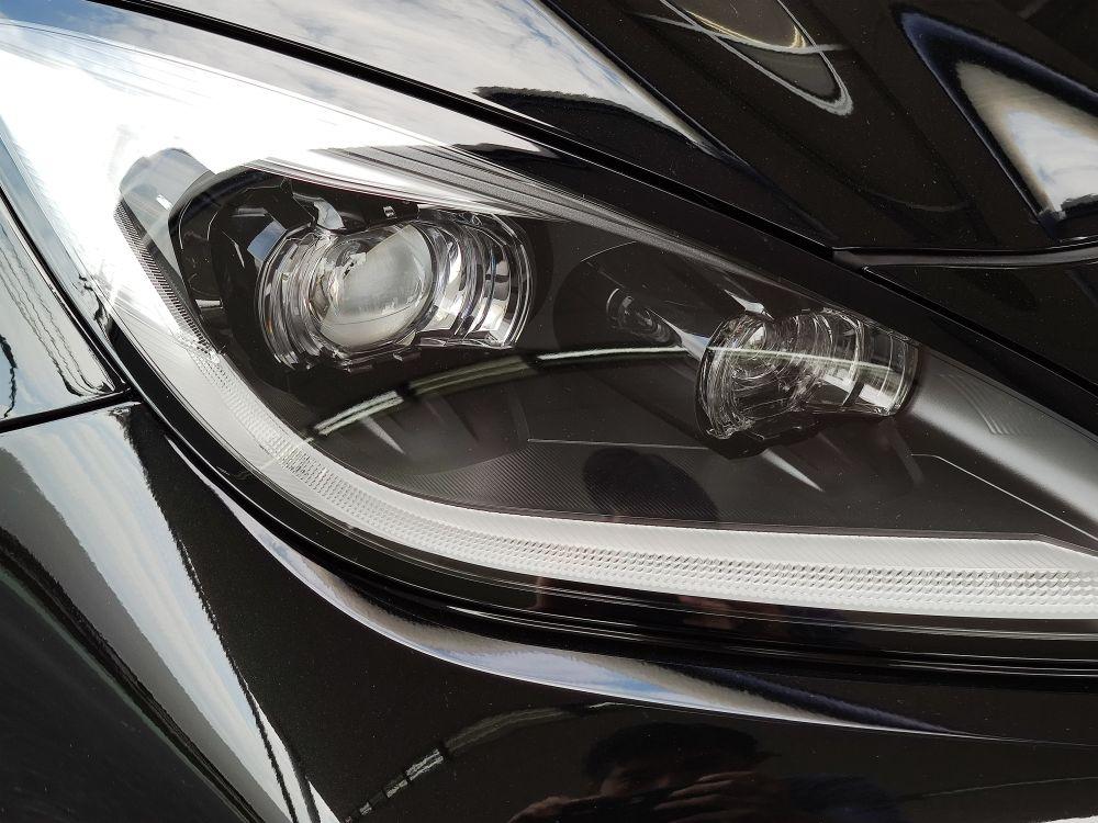 新型BRZのヘッドライト