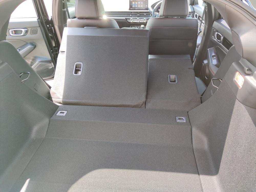 新型シビックの後席シートバック