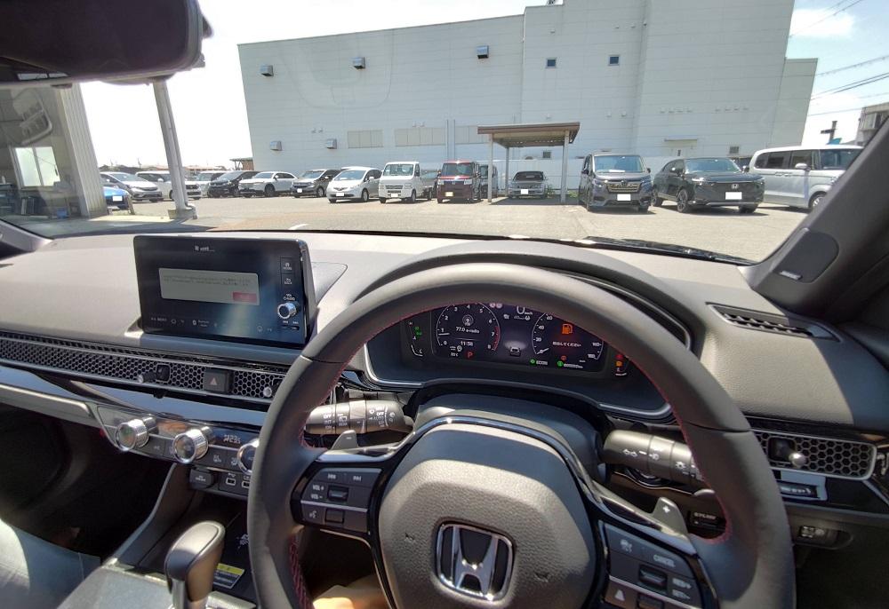 新型シビックの運転席からの視界