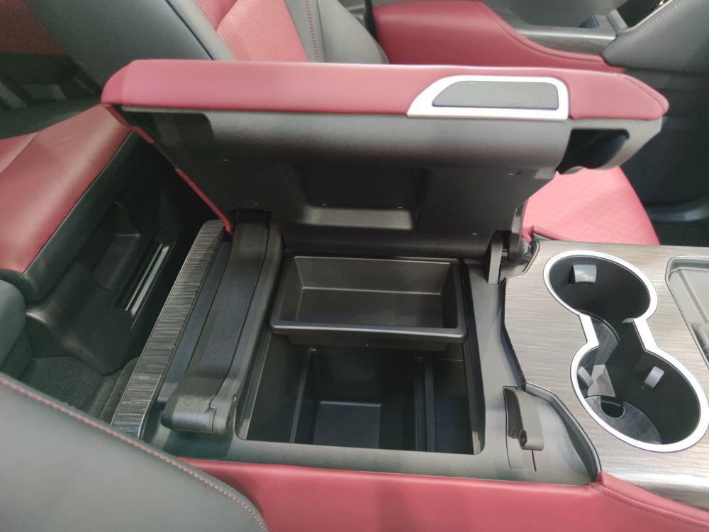 ランクル300GRスポーツのセンターコンソールボックス
