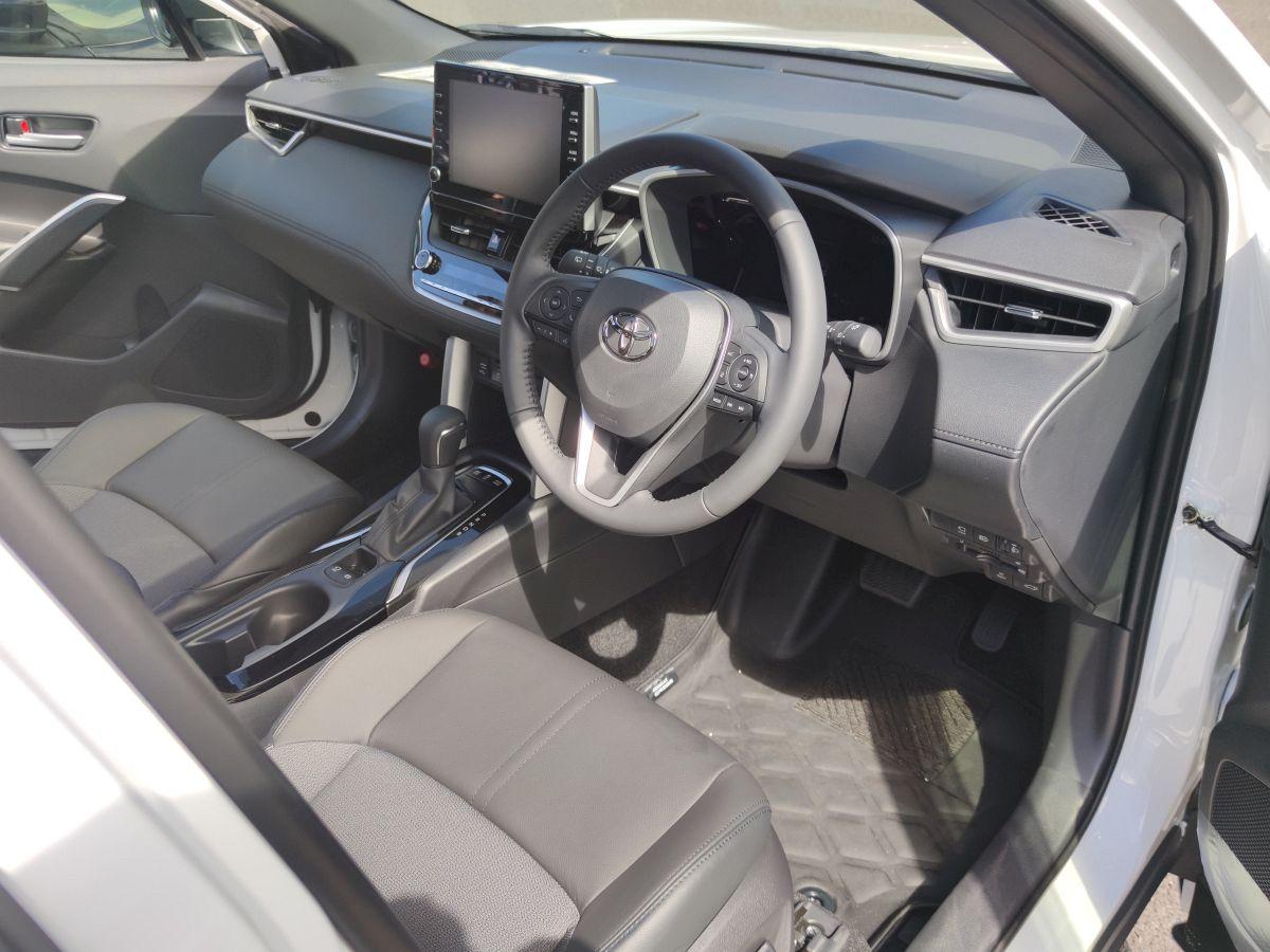 カローラクロスの運転席